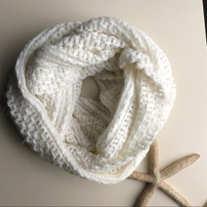 ⭐️White Knit Infinity Scarf⭐️